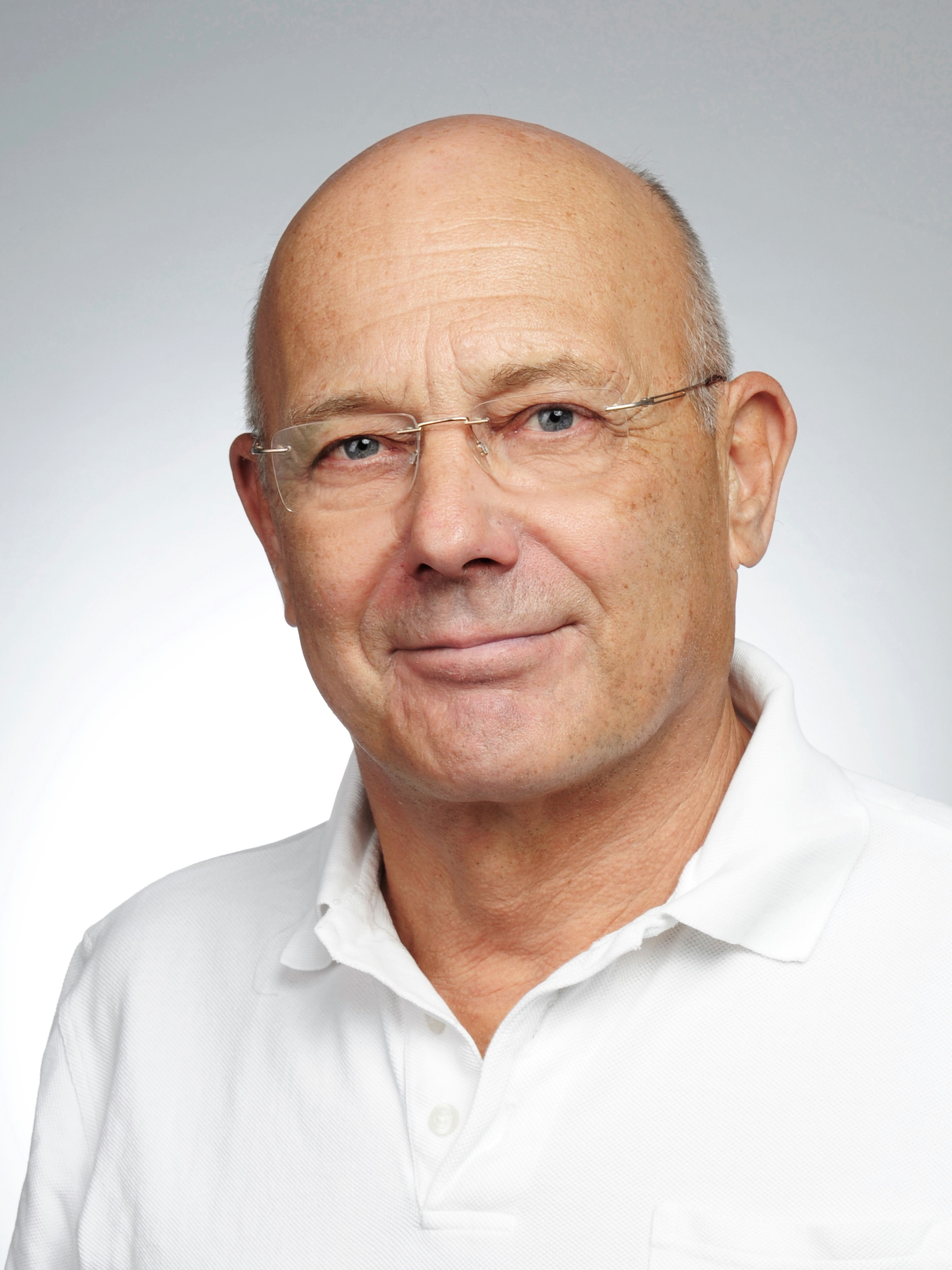 Dr. Alfred Voigt